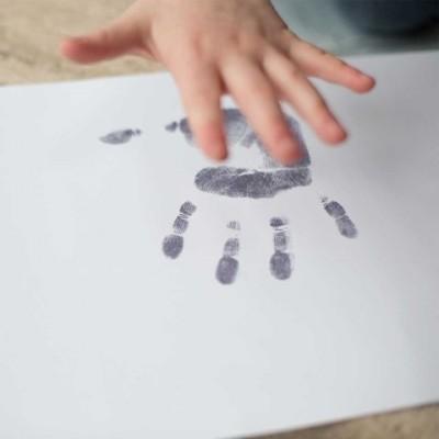 Große gravierte Handprint Halskette für Kinder