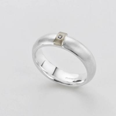 Black Diamond Linear Ring