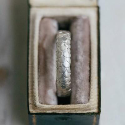 Herren Fisch Skala Muster Hochzeit Ring in 18 karätigem Gold