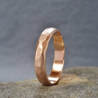 Handgefertigte 18 Karat Roségold Hammered Wedding Ring