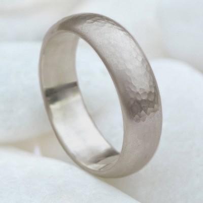 Mens 6 mm gehämmert Ring in 18 karätigem Gold