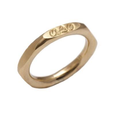 Personalisierte Hexagonal 18ct Goldring