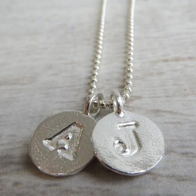 Silver Letter Charme und Kugelkette
